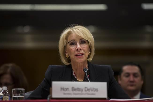教育部長狄弗斯砍掉特殊奧運經費,引起國會議員質疑。(Getty Images)