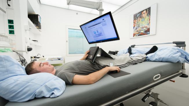 美國航空總署與歐洲、德國兩個航空機構合作,徵求24名自願躺在床上兩個月的人進行研究,薪酬1萬9000元。(NASA官網)