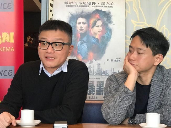 「引爆點」導演莊景燊(左)與劇中演員陳家逵(右)分享拍片心得。(特派員黃惠玲/攝影)
