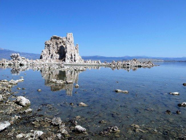 北美風情話   馬克吐溫在此發明「懶人洗衣法」 宛如桂林山水的莫諾湖