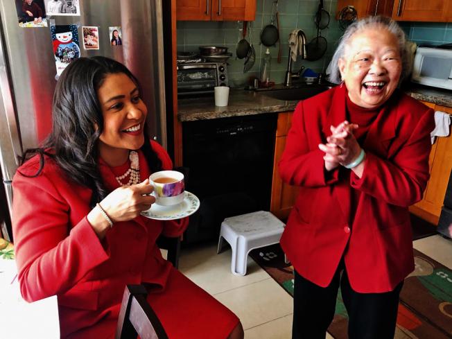 一杯熱茶暖人心。(照片由市長辦公室提供)