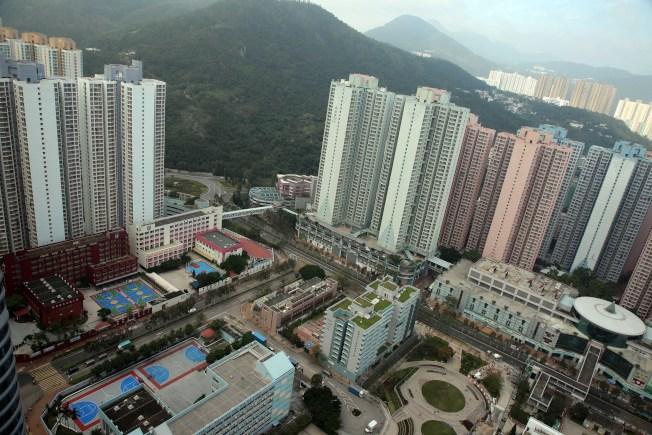 香港成全球楼价最难负担城市,更被形容为已经达到「严重负担不起」的程度。 (中通社)
