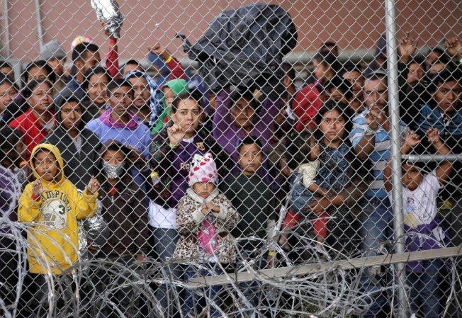 川普總統17日表示,移民及海關執法局(ICE)計畫下周起大規模逮捕非法移民。 路透