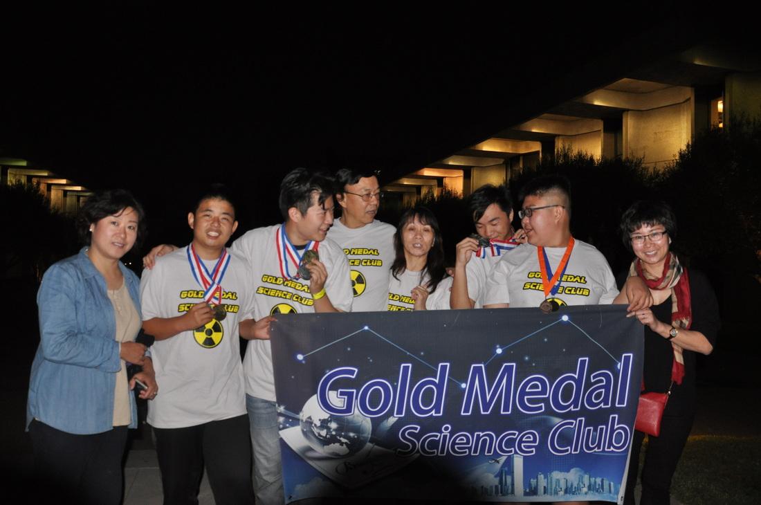 金牌科學俱樂部學生