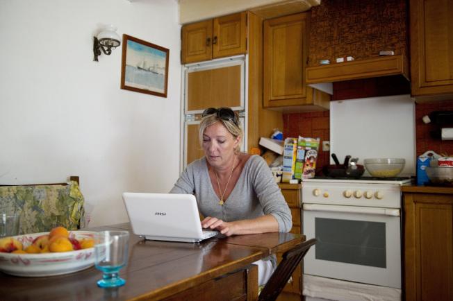 父母要幫助孩子了解,爸媽在家工作,需要有獨處時間。(Getty Images)