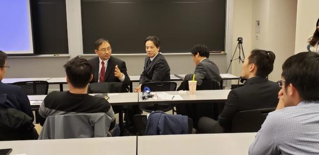 台達代表和與會者座談交流。(記者唐嘉麗/攝影)