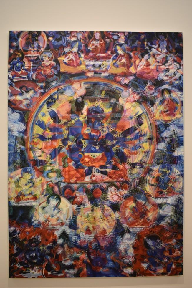 鄭國谷重組傳統唐卡的形象,結合數位科技將唐卡的影像重疊並融合為一張張充滿幻影的圖像。(記者顏嘉瑩/攝影)