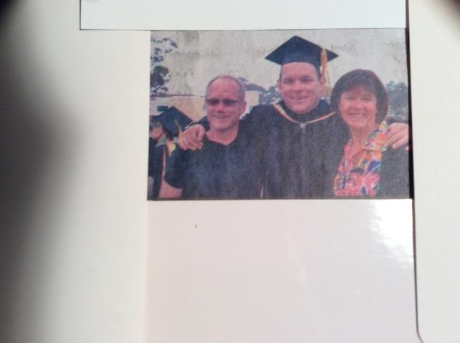 書中的塔德與父母親合照。(作者提供)