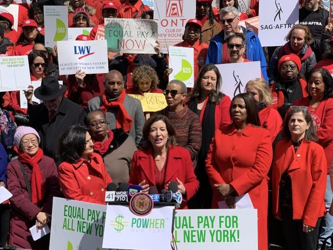 霍楚表示,雖然紐約州是全國兩性收入最為平等的州之一,但兩性待遇差距依然存在。(記者和釗宇/攝影)