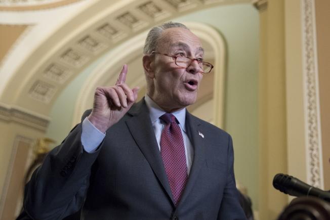 民主黨籍國會參院少數黨領袖舒默抨擊白宮,認為川普政府不該廢除歐記健保。(歐新社)