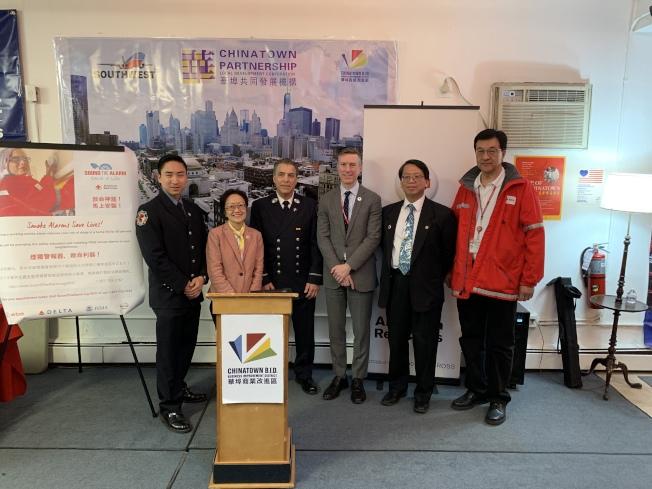 美國紅十字會大紐約地區分會宣布5月起為全市居民免費安裝煙霧警報器,以減少火災傷亡。(記者和釗宇/攝影)