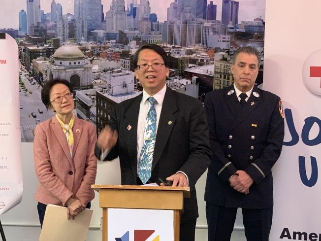 美國紅十字會理事江明信表示,紅十字會5月1日將民眾免費安裝煙霧警報器,歡迎預約。(記者和釗宇/攝影)