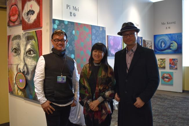 ANSEL畫廊創始人畢弘偉(右)集結五位藝術家,帶來以「我的承諾--愛」為主題的作品。左為簡明正、中為林小南。(記者顏嘉瑩/攝影)