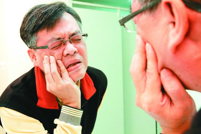 吃藥後嘴歪眼斜像中邪醫:錐體外症候群