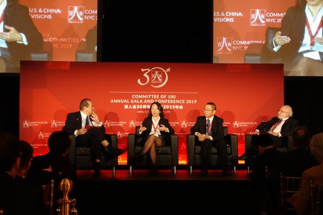 楊一帆(左起)、陳瑋、嚴孝強、Spielberg談中國生物醫藥發展。(記者金春香/攝影)