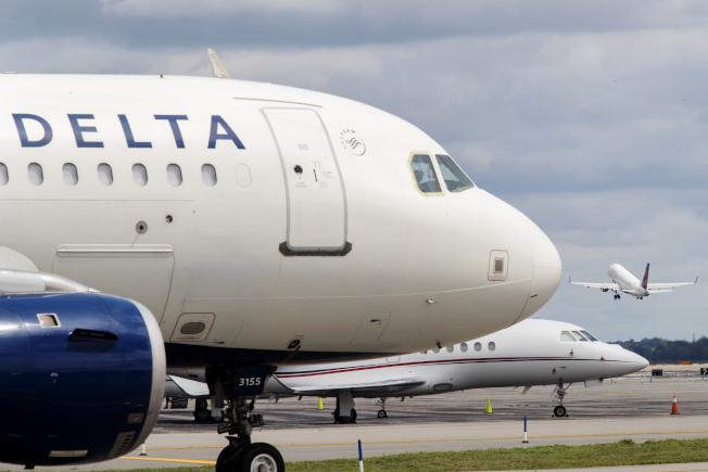 達美航空一架從亞特蘭大飛往佛州羅德岱堡班機,18日飛行途中發生機艙壓力變化,旅客驚魂。圖為示意圖,非當事飛機。(美聯社)