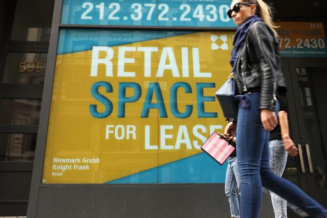千禧世代消費者偏愛網購,讓實體商店面臨挑戰。(Getty Images)