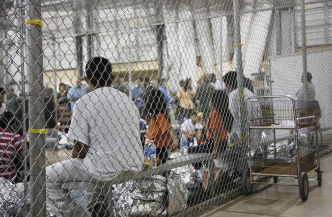 川普總統認為國安部執行「骨肉分離」的無證移民政策太軟弱,重整新人事,執法態度會更強硬。(美聯社)