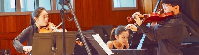 柯蒂斯音樂學院學生練習小提琴。(學院官網)
