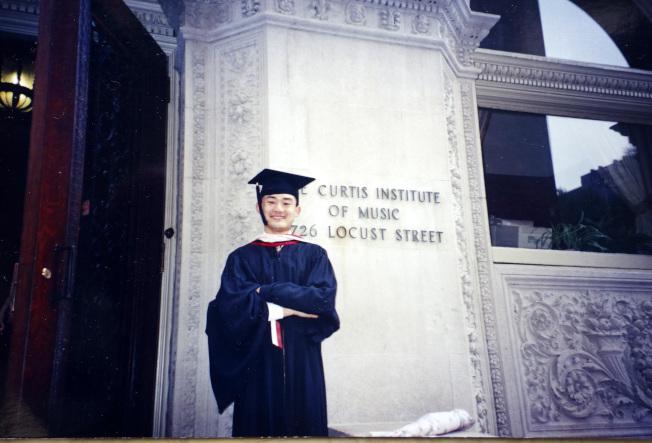 柯蒂斯音樂學院校友趙晨1990年代畢業照。(趙晨提供)