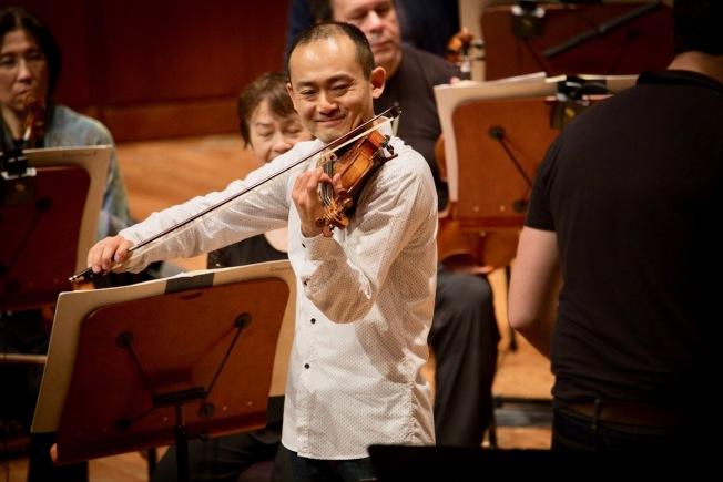 2018年2月舊金山交響樂團演奏小提琴協奏曲「梁祝」,趙晨(中)擔任小提琴獨奏。(趙晨提供)