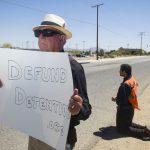 經營拘留中心 加州槓ICE 小鎮紛退約