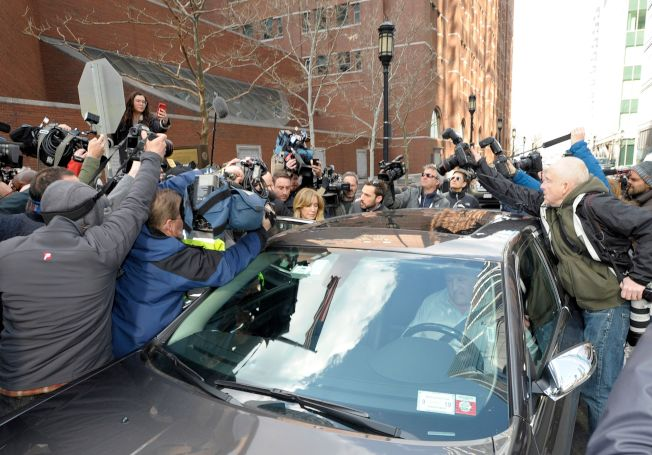 女星霍夫曼名氣大,每次出庭都會引來大批媒體採訪。(Getty Images)