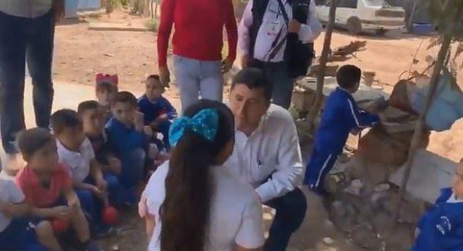 墨西哥一位市長日前當眾羞辱一名身形圓潤的小學女童「過胖」,引起當地兒福機構批評。圖擷自《每日郵報》