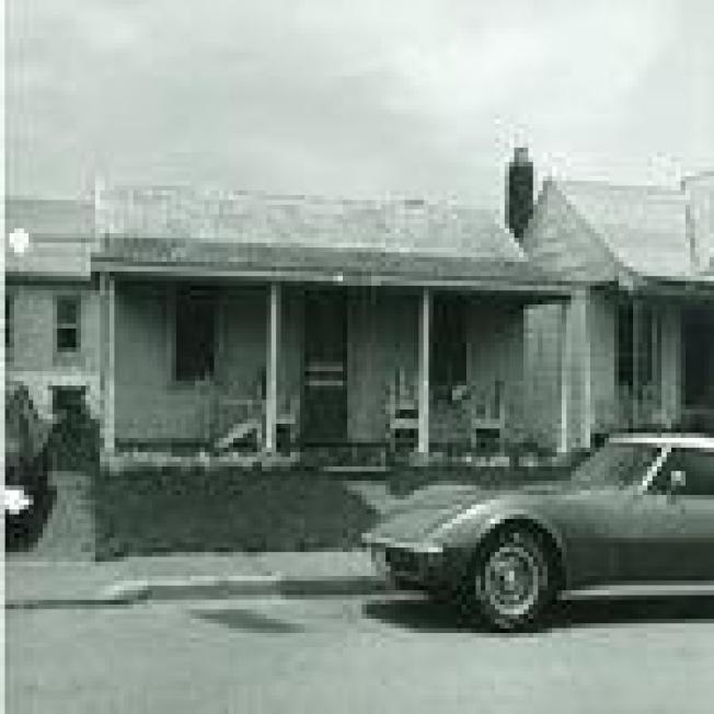 1973年6月,兩名19歲的女大學生在維州維吉尼亞灘租下圖中這棟小屋,他們後來被謀殺。(維吉尼亞灘警局)