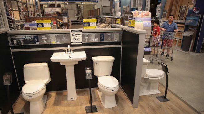 全國廚房與浴室裝潢協會統計發現,逾七成裝潢承包商面臨聘不到人的情況。 (Getty Images)