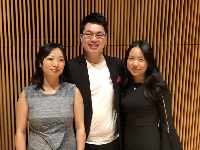 華裔指揮家馮大猷(中)領銜美國國際室內樂團帶來「藝術人生」沈浸式音樂會,左為章壹維,右為樂團執行長徐曉晴。(記者洪群超/攝影)