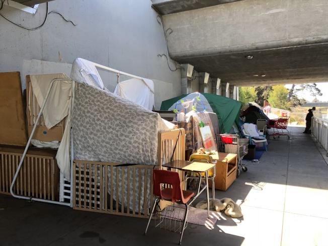 圖為屋崙遊民帳篷。(記者劉先進/攝影)