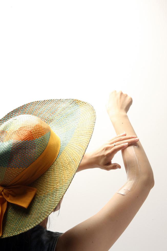 抗老不只是對抗造成皮膚老化的「自由基」,也要同時對抗紫外線。(記者陳立凱/攝影)