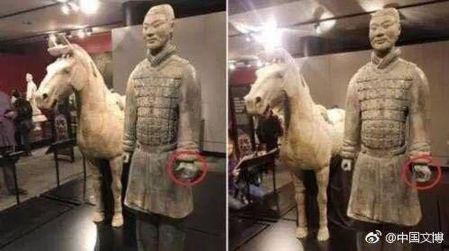 秦始皇陵兵馬俑在美展覽手指被折斷(圓圈處)。(取材自人民日報)