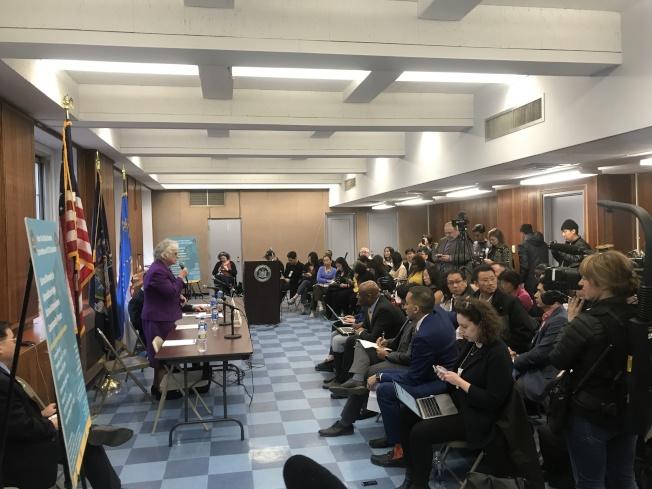 史塔文斯基(講話者)表示,希望在皇后區建立特殊高中,支持SHSAT入學考試,並希望增加資優班項目。(記者牟蘭/攝影)