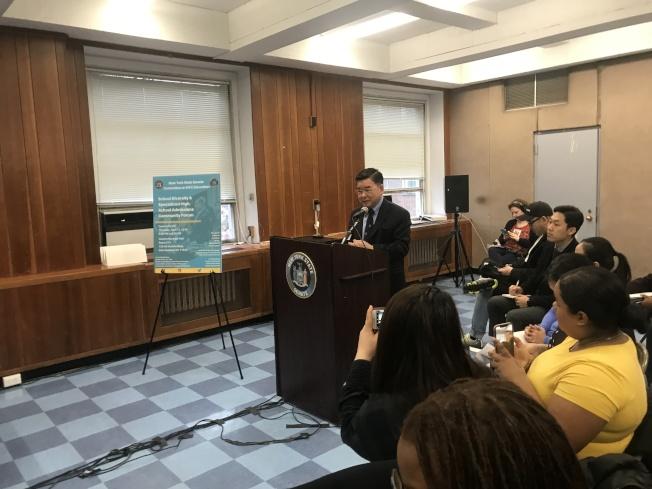 顧雅明表示,希望市府增加全市資優班項目。(記者牟蘭/攝影)