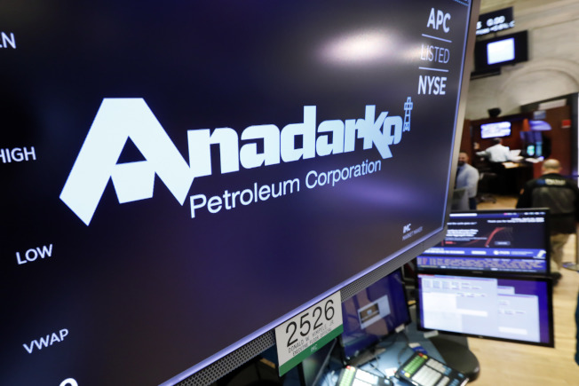 美國石油巨頭雪佛龍公司(Chevron)今天宣布,同意以330億美元收購阿納達科石油公司(Anadarko)全部流通在外股份,相當於每股65美元。美聯社