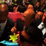 韓國瑜抵洛杉磯  南加民眾熱情接機