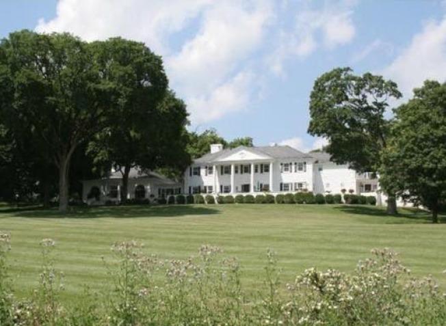 發生雙屍案的豪宅,占地廣達32畝,2014年曾以2200萬上市出售。(房仲網站realtor.com截圖)