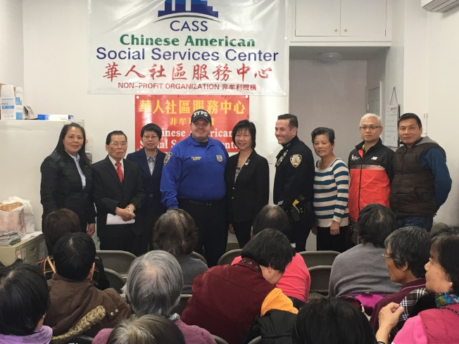 華人社區服務中心針對社區盜竊案件舉辦安全講座。(羅添福提供)