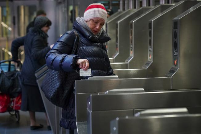 紐約市的地鐵在1904年開通時,票價是5分,並且保持近半個世紀,直到1948年7月1日,那時票價漲至一角錢。(Getty Images)