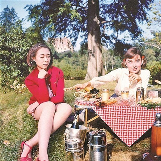 劉思麟和奧黛麗赫本一起野餐。