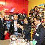 韓國瑜訪洛城高科技產業  台灣女企業家做簡報