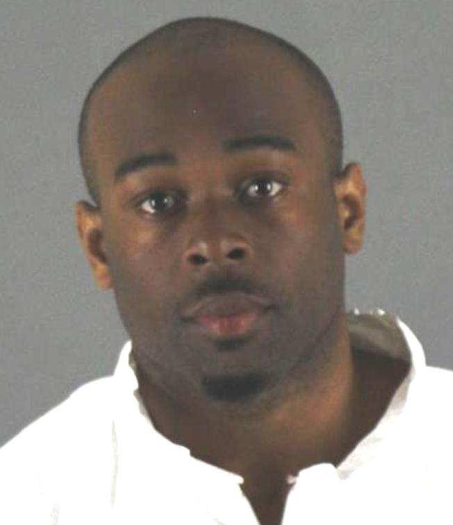 24歲的阿蘭達涉嫌把一名陌生的五歲男童從「美國購物商場」樓推下。(美聯社)