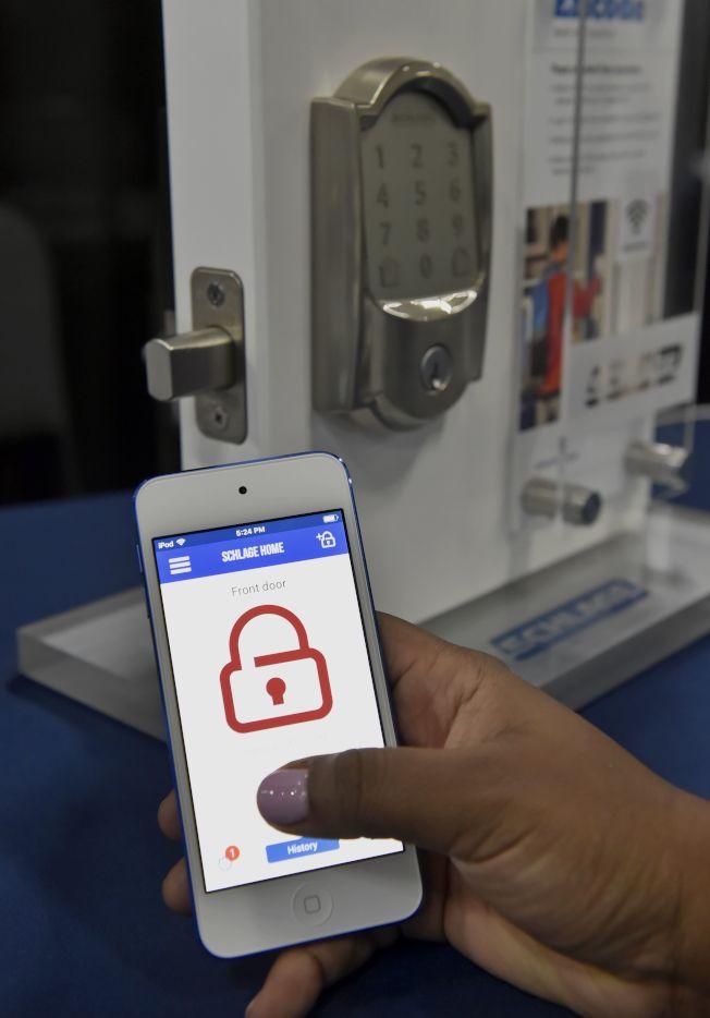 手機是資訊鏈的重要一環,如何守護個人資訊,益形重要。(Getty Images)