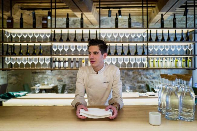 餐廳的杯子也是分門別類放置。(Getty Images)