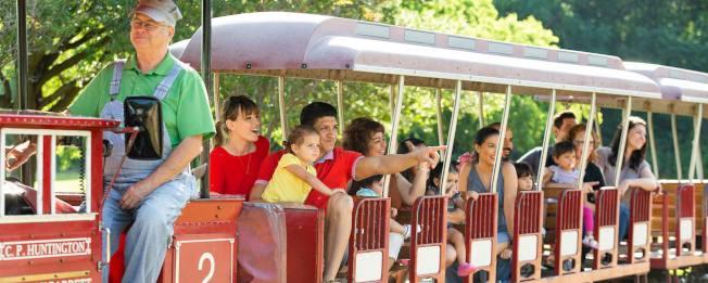 聖安東尼奧動物園的「小小孩自然景點」,是全國第一個專門為五歲以下兒童製作的動物展區。園內還有小火車供家長和小朋友乘坐。(聖安東尼奧動物園網站)