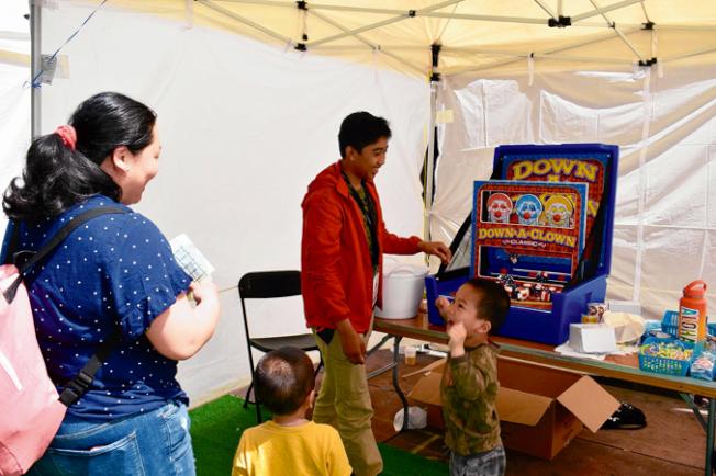 孩子快樂玩遊戲。(記者黃少華/攝影)