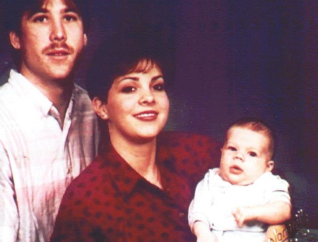 弗雷澤(右)3歲時目睹父親(左)傷害母親(中),20多年後他找到母親遺骸,讓父親伏法。取自Bonnie Pasciuto Haim臉書