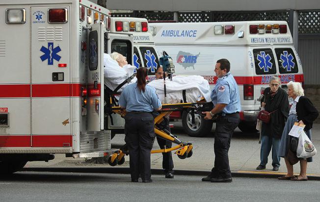 如何與正值人生低潮的傷患接觸,考驗醫師的溝通技巧。(Getty Images)